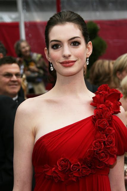 http://celebritypicturecity.blogspot.com/2014/01/anne-hathaway-sexy-looking.html