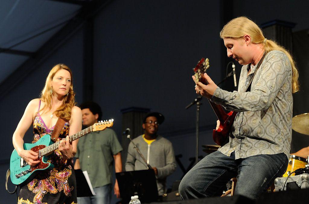 Susan Tedeschi and Derek Trucks - 2010 New Orleans Jazz & Heritage Festival