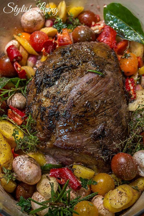 Photo of Roast beef in red wine sauce with vegetables and rosemary Stylish living