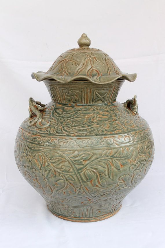 Antique Chinese Porcelain Ming Dynasty Jar Celadon Glaze Lizard Handles
