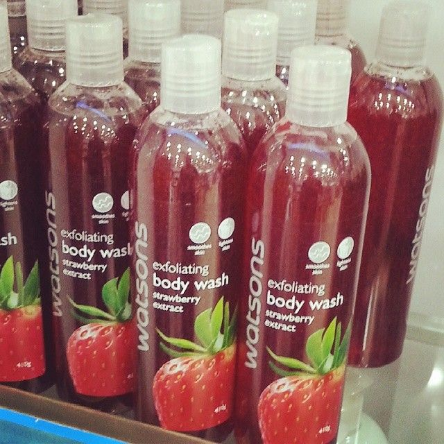 Watsons Exfoliating Body Wash Strawberry Extract 410g