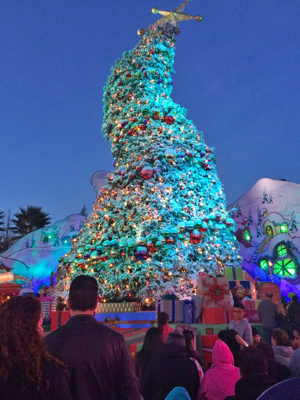 Christmas At Universal Studios Hollywood.Guide To Christmas At Universal Studios Hollywood 2019