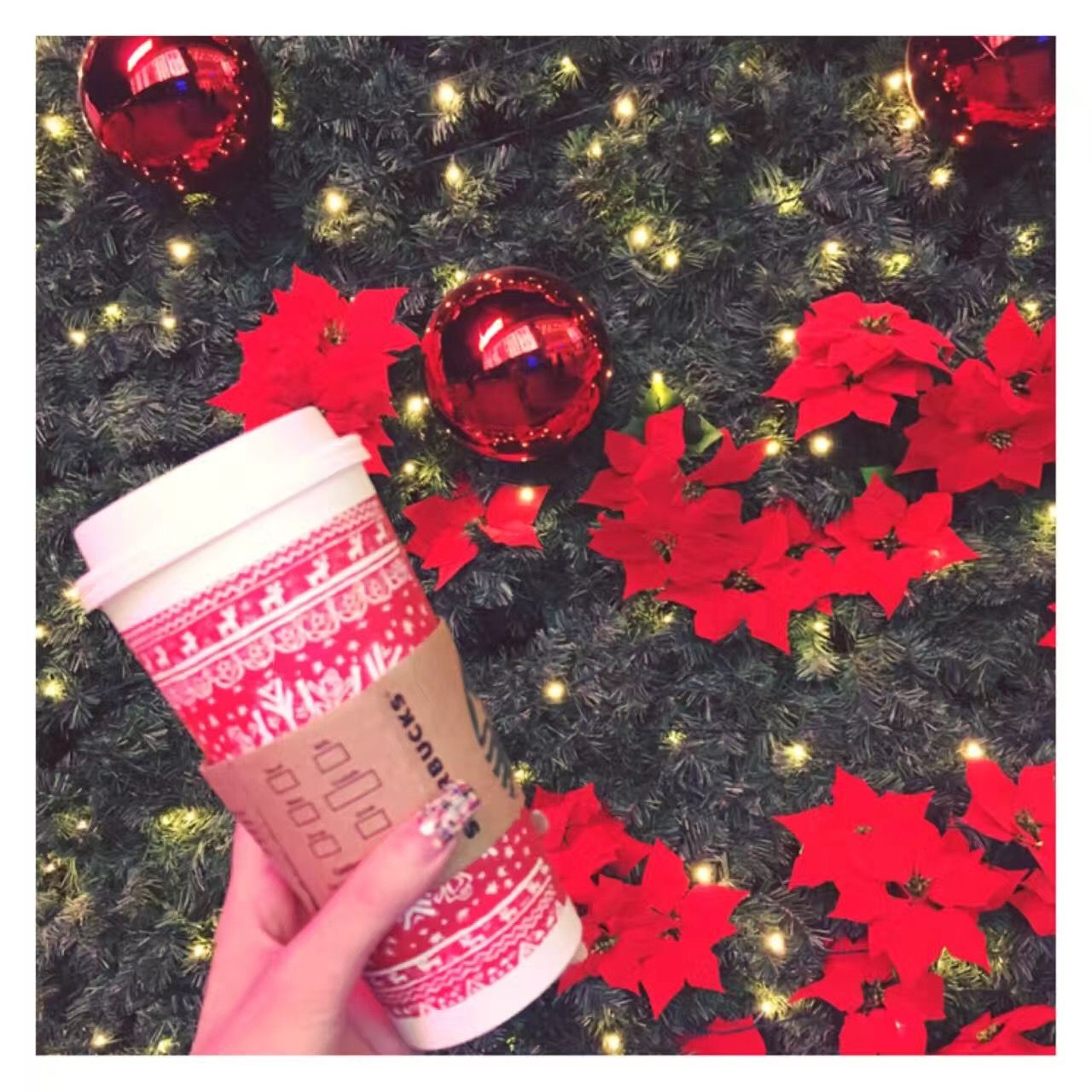 Christmas haven't come yet, but Guangzhou is prepared to meet this special day! #red #Starbucks #coffee #Christmas #bell #tree