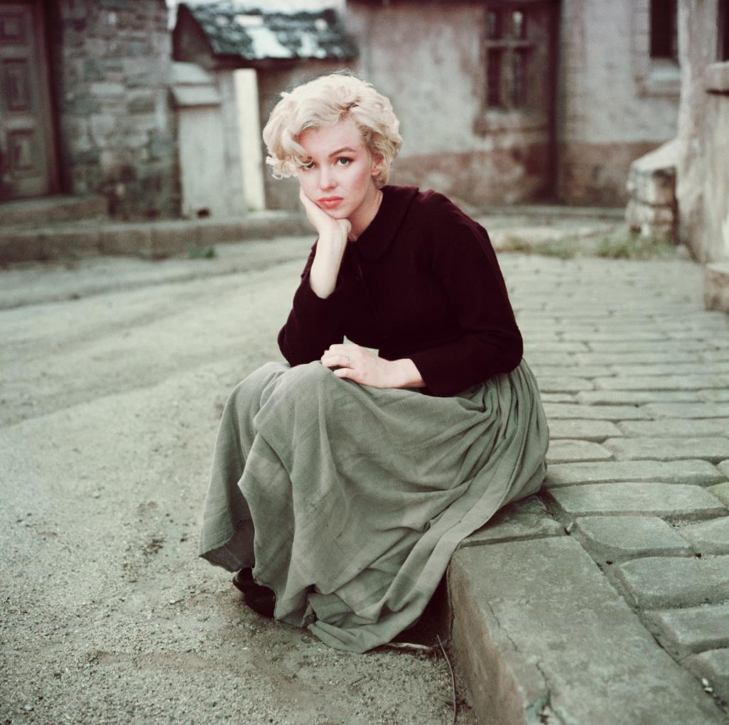 Always fashionable - Marilyn sporting a Maxi skirt.    Photographed by Milton H Greene © 2012 Joshua Greene. Marilyn MonroeTM