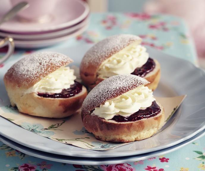 Cream buns | Recipe | Cream bun, Sweet buns, Aussie food