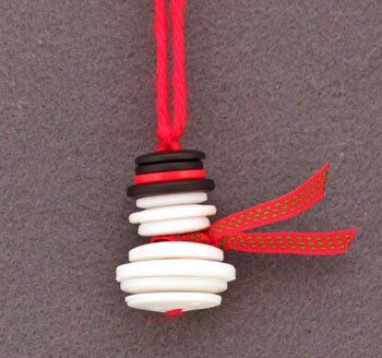Button and Yarn Snowman ornament from funEZcrafts http://seehowwesew.wordpress.com/2013/12/17/feeling-frantic-check-out-these-last-minute-goodies-perfect-for-stitchers-and-crafters-alike/