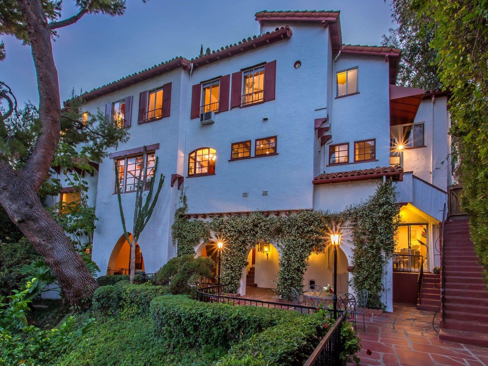 Romance Lives in Los Feliz Oaks