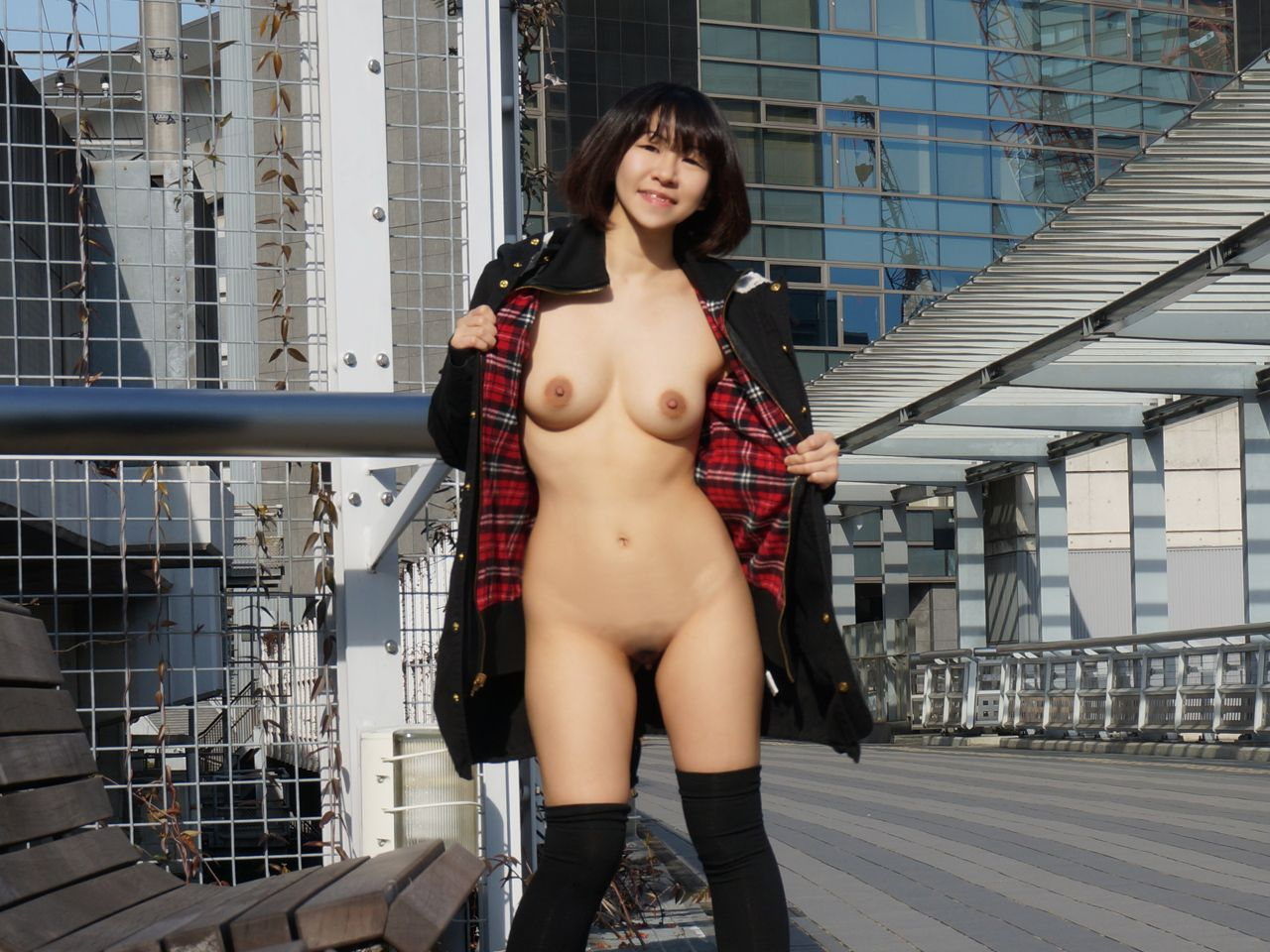 sikisme-fotolari-japan-public-nudity-puts-lollipop