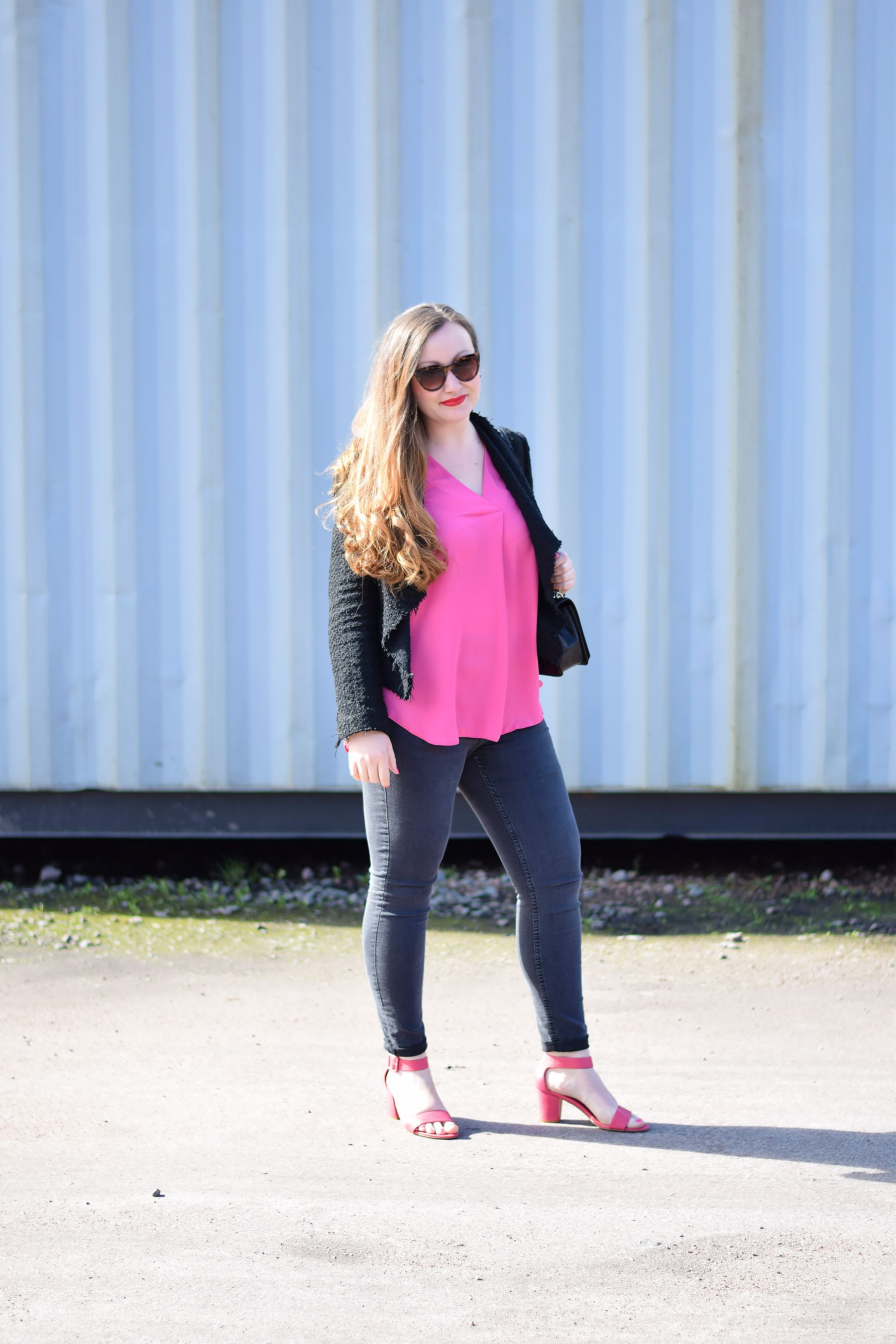 01288cd1f97cc Bright Pink And Black Outfit