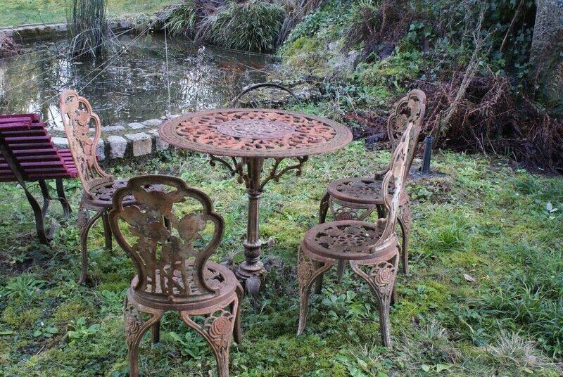 Ancien Salon De Jardin En Fonte Motifs De Rose 1 Table Ronde 4 Chaises En 2020 Salon De Jardin 4 Chaises Salon
