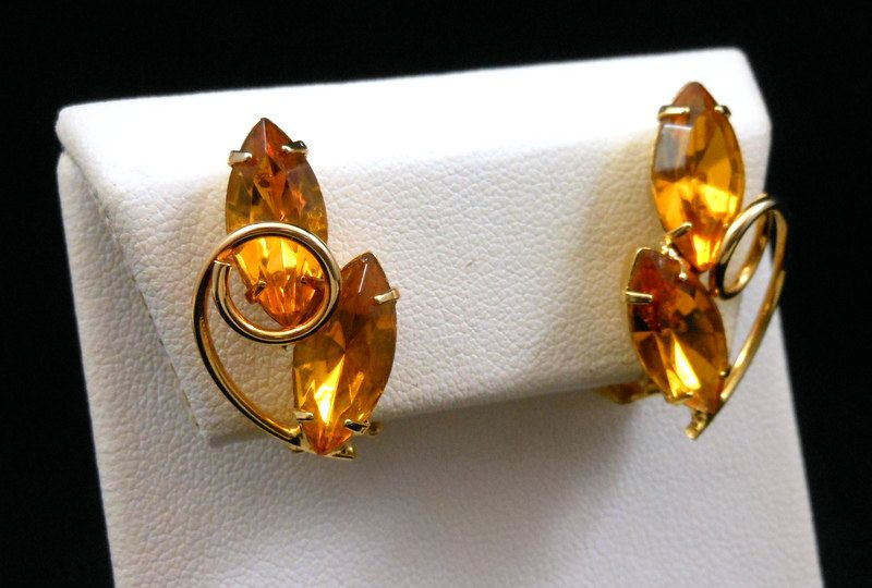 Vintage Delizza Elster Juliana Honey Amber Rhinestone Clip Earrings Gold Tone Swirl Accent Closed Back Setting