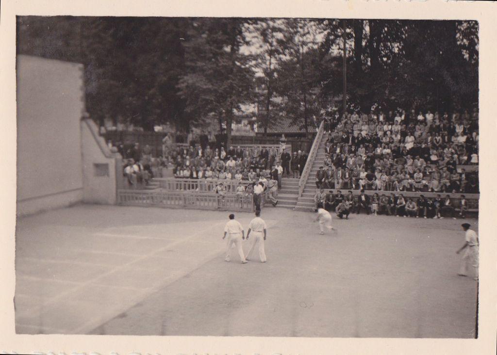 Photographie Anonyme Vintage Snapshot Pays Basque St Jean Pied de Port Chistéra | eBay