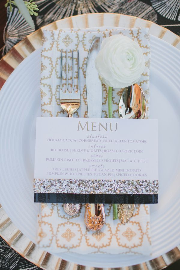 White and gold wedding details #placesetting #tablesetting #goldwedding #weddingreception #weddings