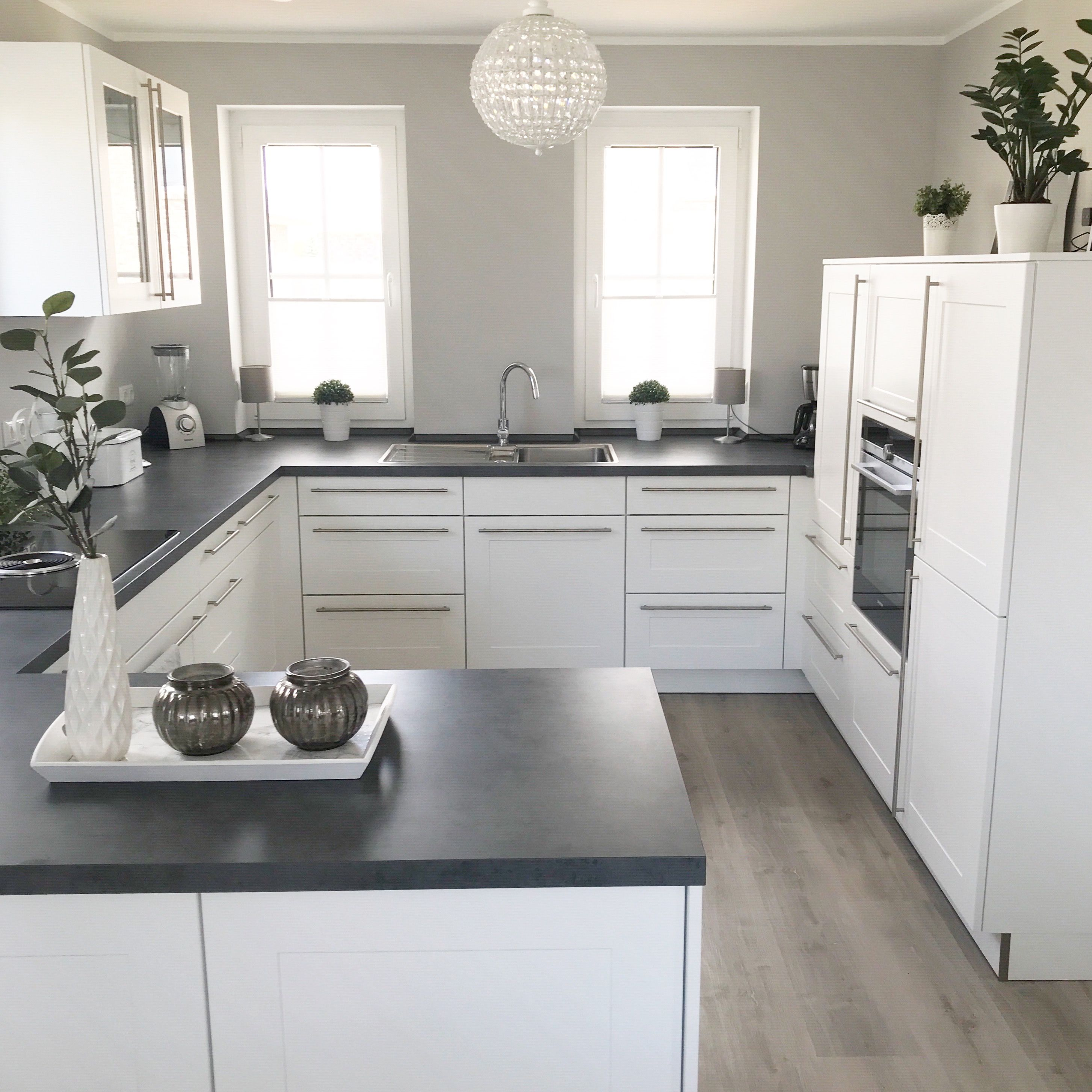 Instagram Wohn Emotion Landhaus Kuche Kitchen Modern Grau Weiss Grey White Haus Kuchen Landhauskuche Kuche Landhaus Modern