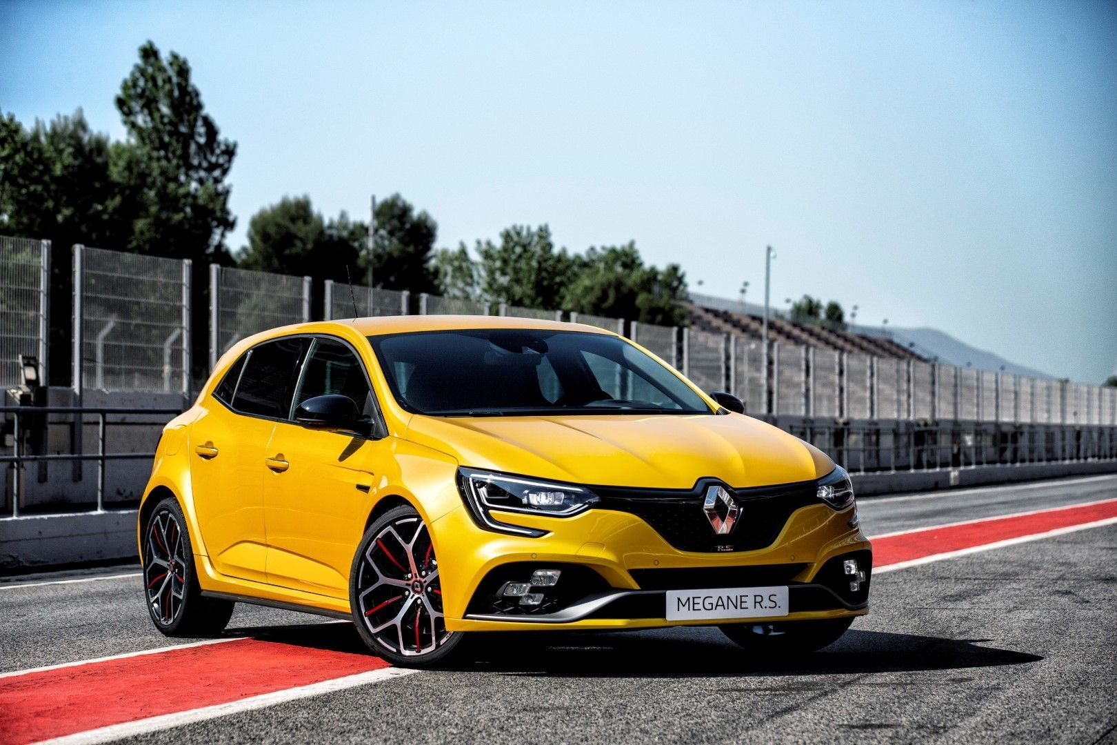 2018 Renault Megane R S Trophy Brand New 1 8 Litre Turbo Engine 300hp And Torque Of 420nm 295 Or 310 Lb Ft Renault Megane New Renault Renault