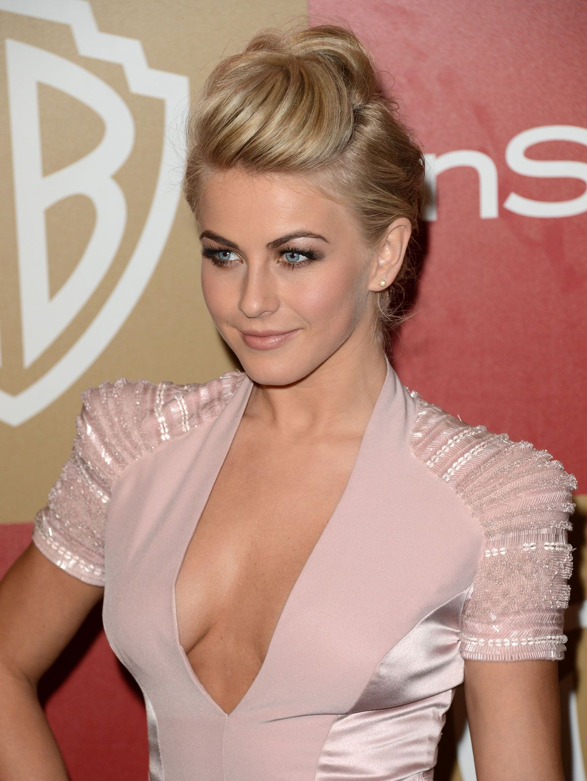 Julianne alexandra hough is an american dancer singersongwriter