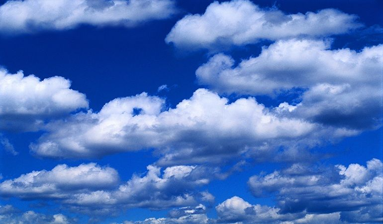 لماذا السماء زرقاء باختصار عندما يتعلق الأمر بلون السماء فإن أول ما يخطر ببالنا هو اللون الأزرق رغم تغير لون السماء من ازرق الى الوان اخرى Photo Sky Clouds