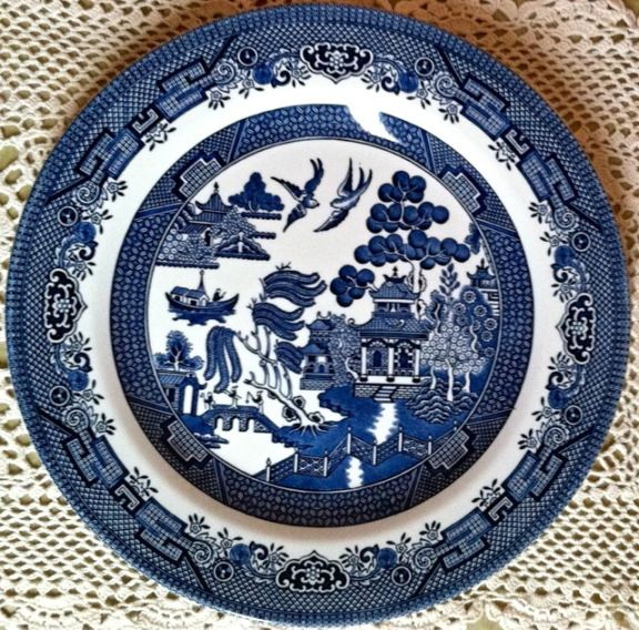 The Story Of Star Crossed Lovers Is Featured On The Classic Blue Willow Pattern Which Has Been Around For Over 200 Blue Willow China Blue Willow Willow Pattern
