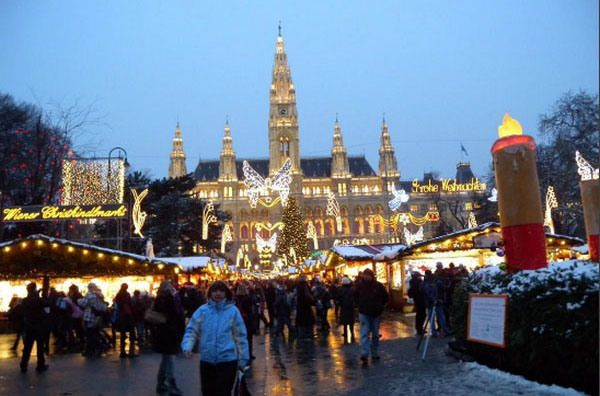 Austria christmas in vienna a real european christmas vienna austria home to 1 of the worlds best christmas markets 10 amazing christmas light displays around the world photos sciox Image collections