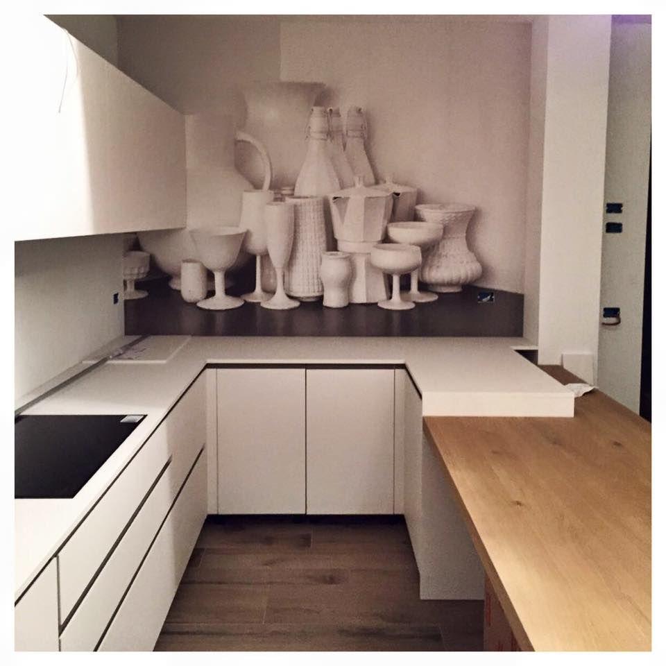 cucina bianca con gola nera, carta da parati oggettistica, false ...