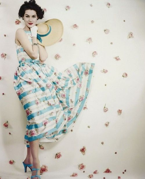 theniftyfifties: Nancy Berg in floral summer dress fashioin for Vogue 1953. Absolutely love this!