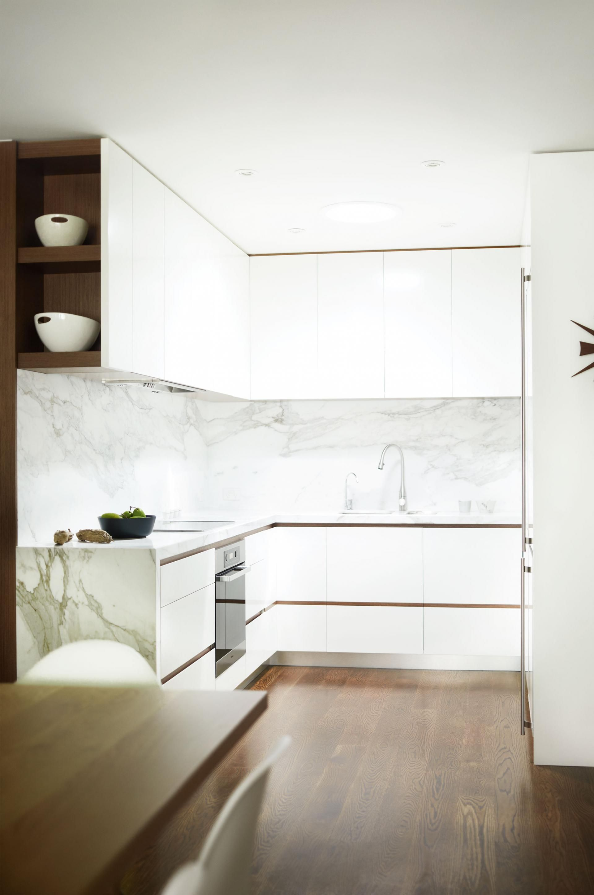 A White Timber And Marble Kitchen With Minimalist Style Having Walnut Flooring Throughout Helps White Marble Kitchen Complete Kitchen Remodel Kitchen Marble