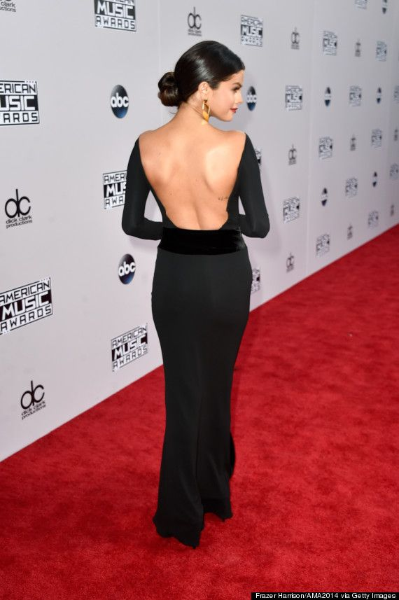 c05f861337c Selena Gomez is breathtaking in a backless black gown at the AMAs
