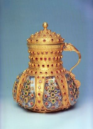 Jewelled artifact of Ottoman culture, made of gold, glass and gems