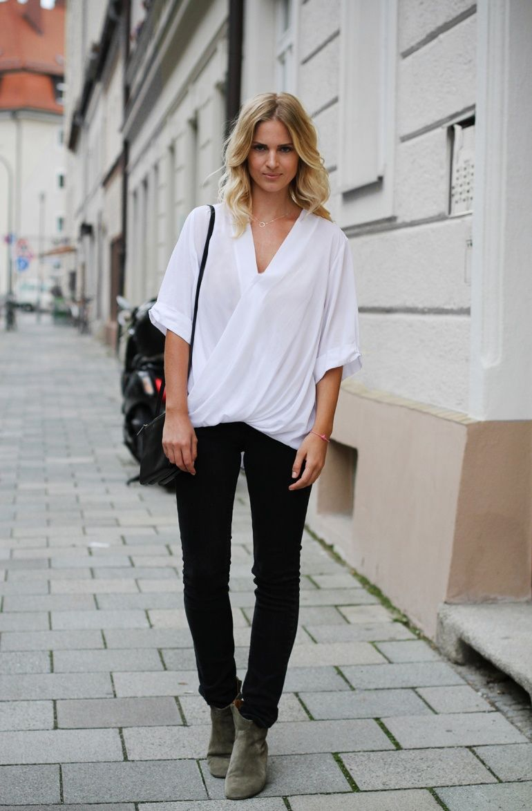 THE PERFECT WHITE SHIRT, black jeans & dicker boots | Street Style ...