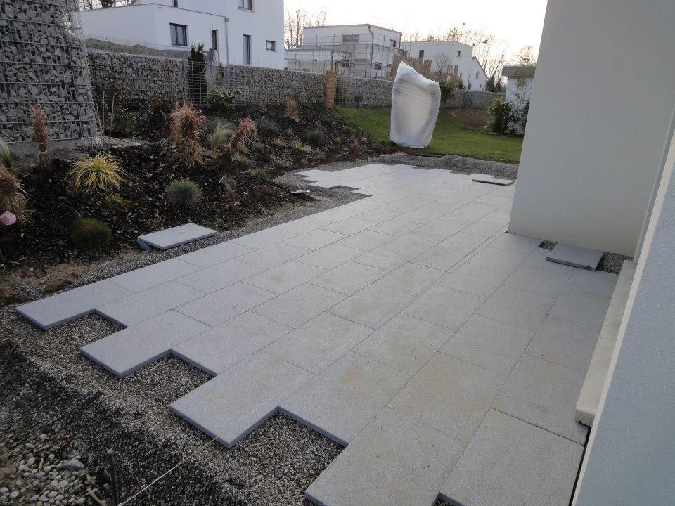Terrasse En Cours De Pose Dalle Granit Gris Fonce 60x40 Cm Dalle Terrasse Dalle Granit Dalle Exterieur