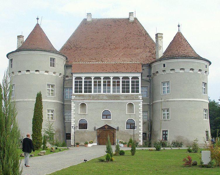 Bethlen-Haller Castle, Cetatea de Baltă