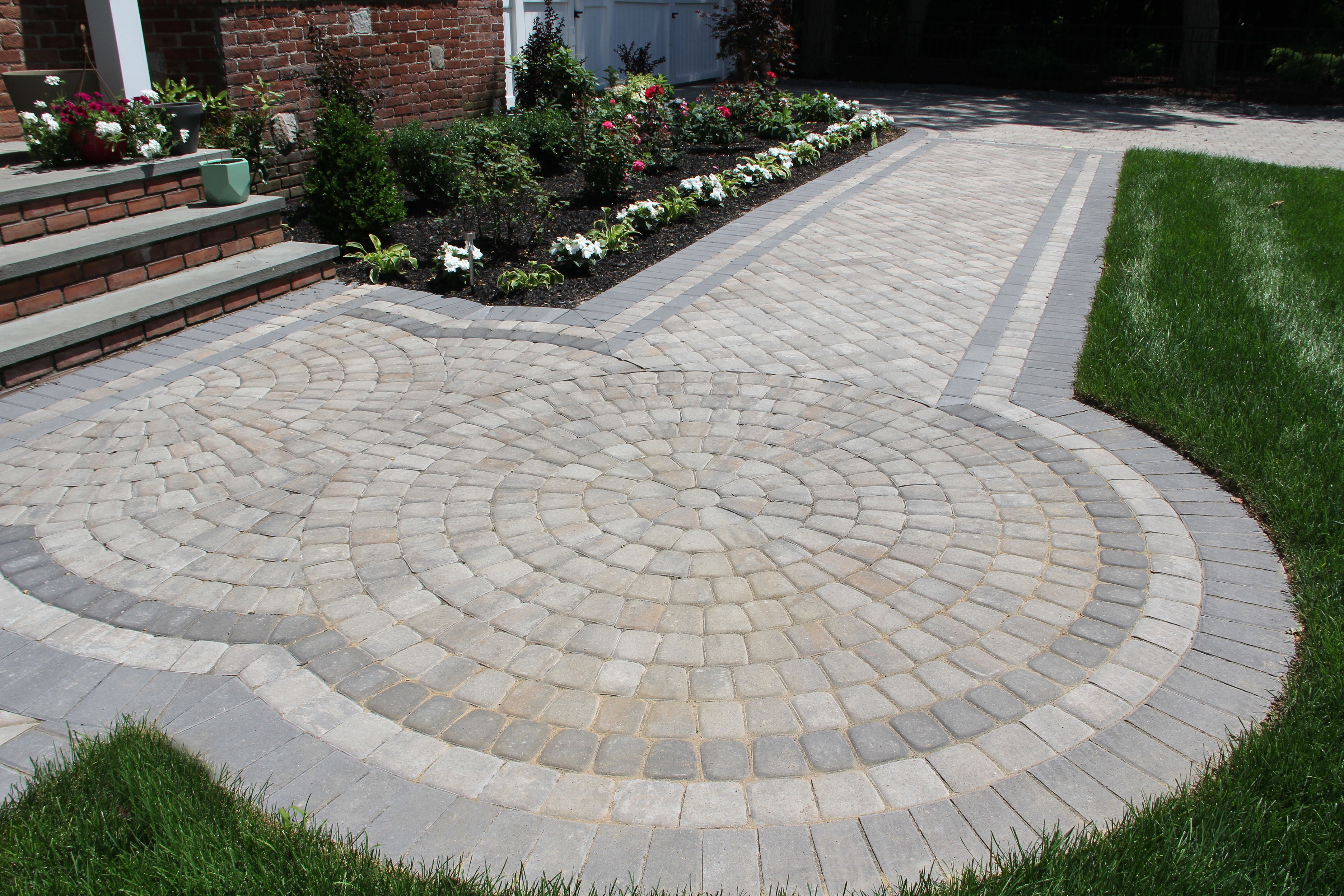 Sante Euro Circle Granite City Blend Paver Circle Accent Walkway Driveway Nicolock Paving Stones Paving Stones Stone Driveway Nicolock