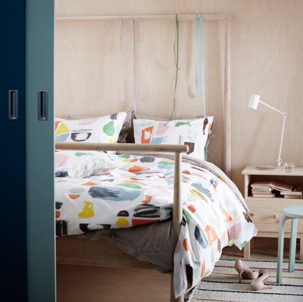 IKEA DOFTKLINT Bettwäsche-Set in Weiß\/Bunt mit bunten Farbkleksen - schlafzimmer wei ikea