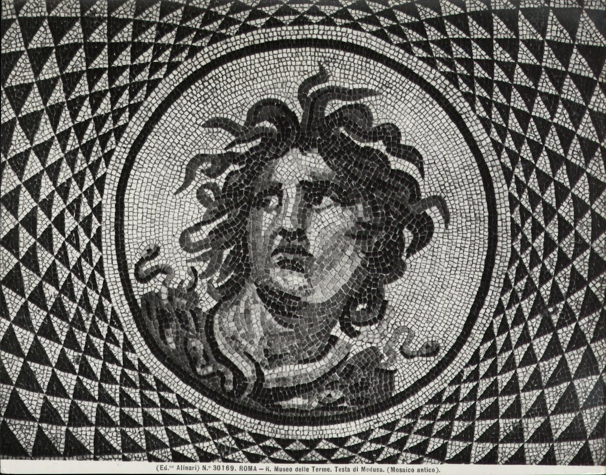 Myt Clas Perseus And Medusa In