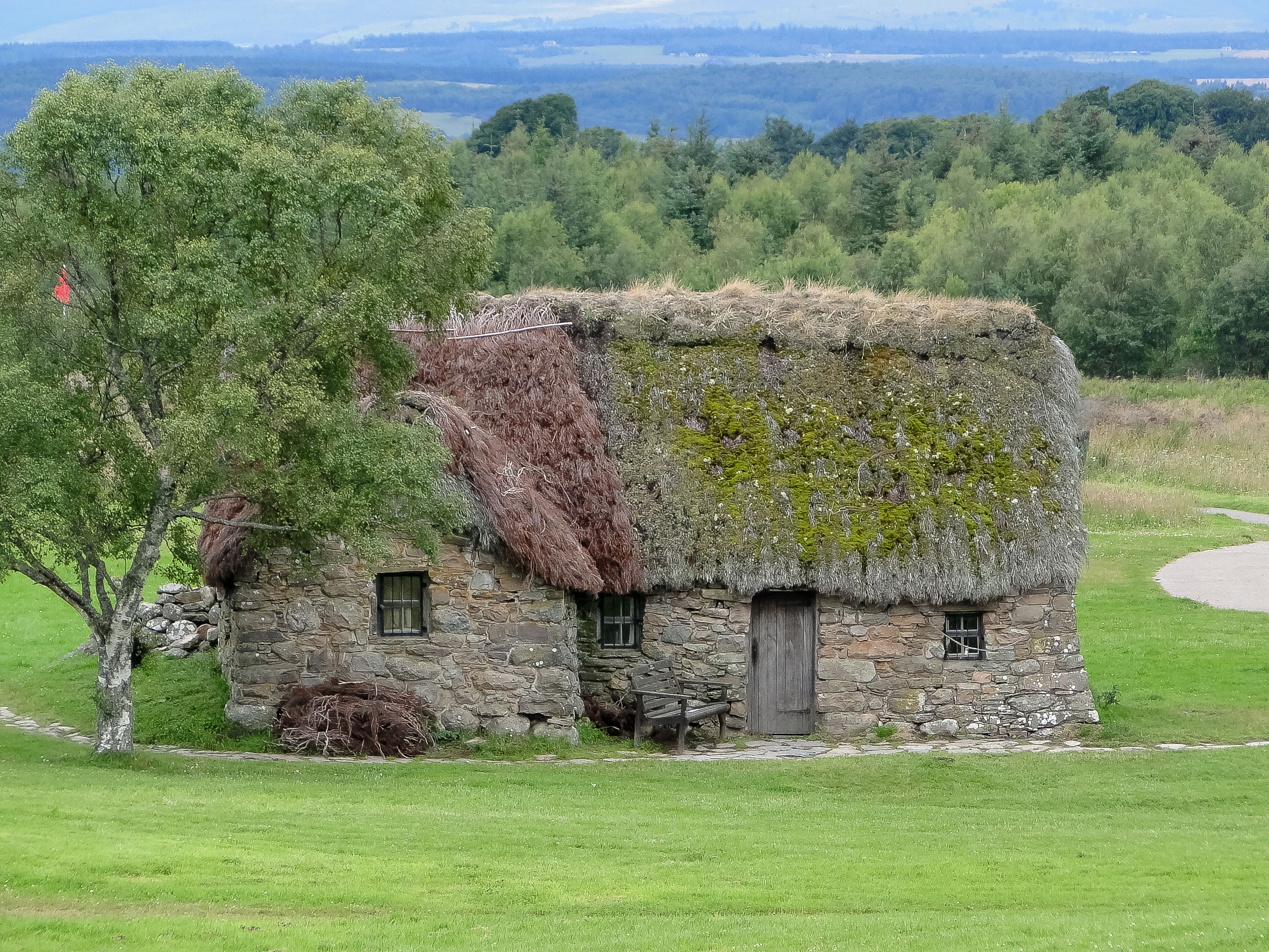 The Building Is Made Of Stone But Has Dirt Floors And A Roof Of Heather Description From Theromantic Scottish Cottages Scottish Countryside Cottages Scotland