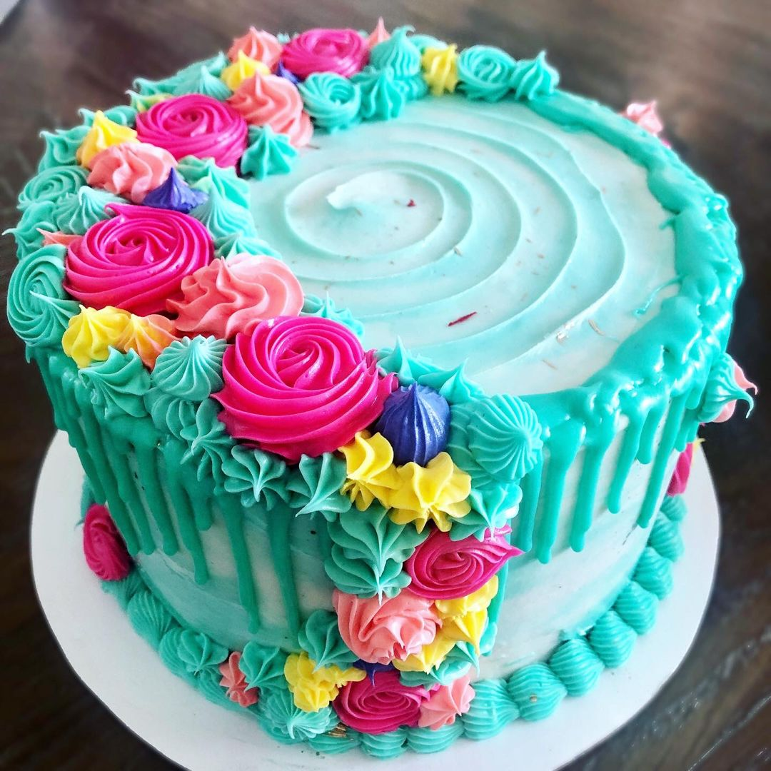 #dripcakeideas #dripcake #flowercake
