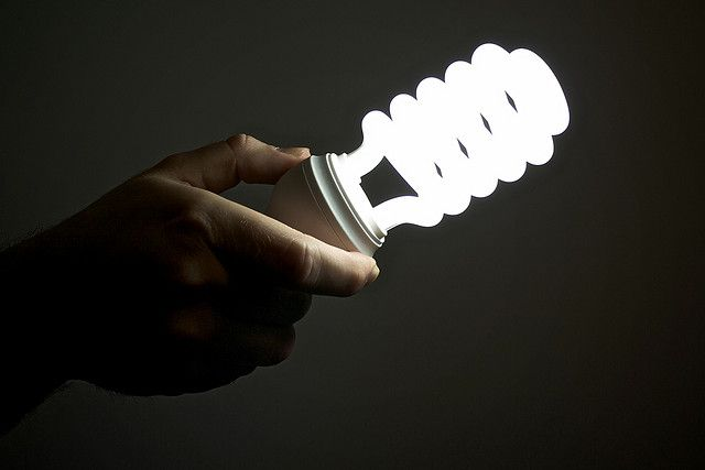 A New Study Finds Fluorescent Light Bulbs Although Eco And Budget Friendly Could Pose A Health R Fluorescent Light Bulb Energy Efficient Bulbs Uv Radiation