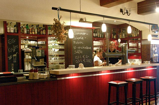 Unsere Kuche Bietet Ihnen Bayerische Und Schwabische Schmankerln Vegetarisches Brotzeiten Knackige Salate Frische Brezeln Und Natur Hotel Modern Restaurant