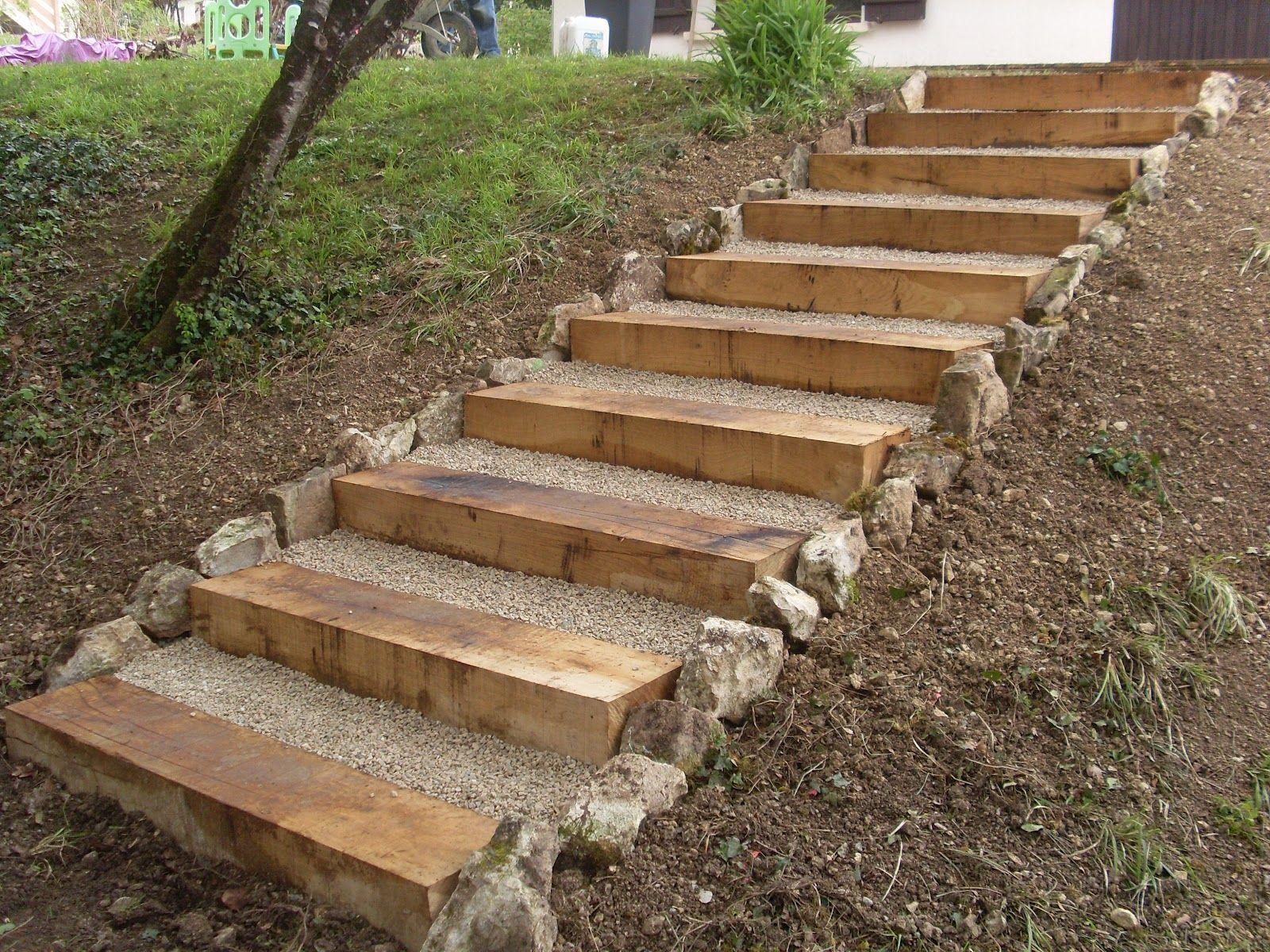 Terrasse en bois et escalier en traverse bois all es for Escalier bois jardin