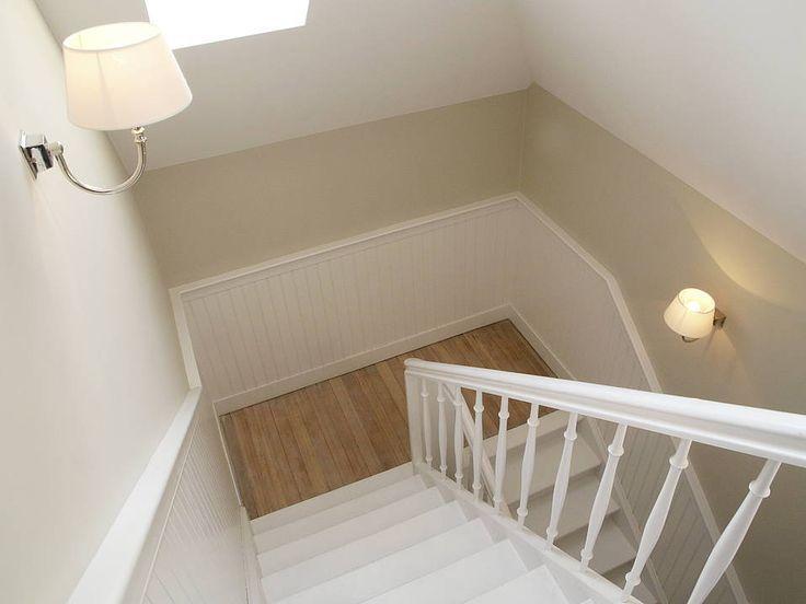 beadboardde Diele Eingangsbereich , Wandverkleidung an Treppe