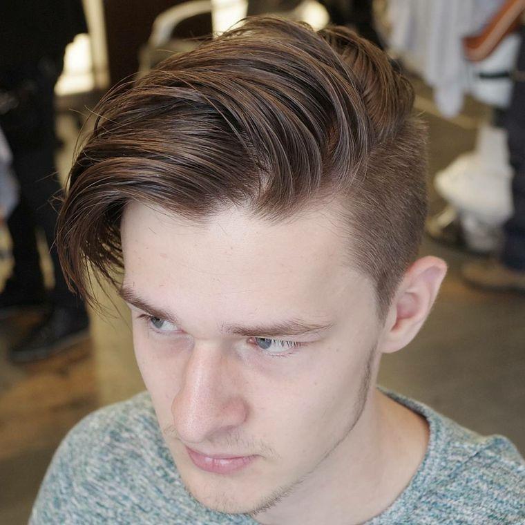 Taglio capelli uomo rasati ai lati 2015