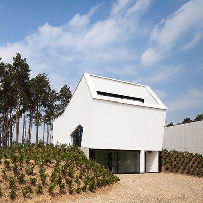En Flandre, une maison compacte structurée comme un arbre - maison en beton coule