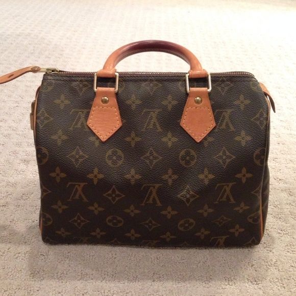 AUTHENTIC Speedy 25 Great, like new condition! 100% authentic. Please make any offers via Offer Tool! Louis Vuitton Bags