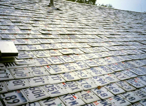 A License Plate Shingle Roof Now That S Some Upcycling Shingling License Plate Recycling