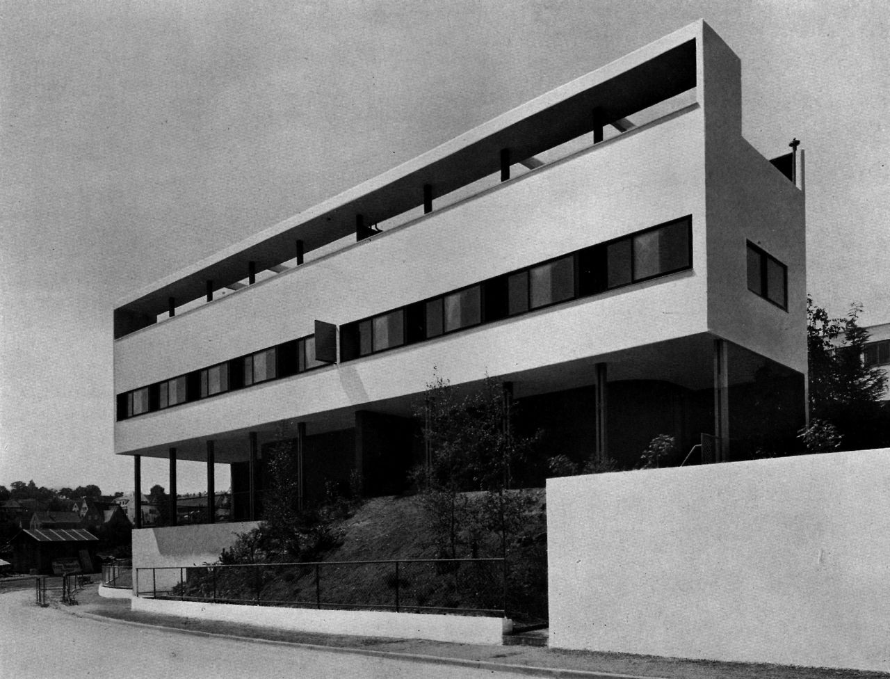 le corbusier double house weissenhofsiedlung stuttgart germany 1927 lvsea. Black Bedroom Furniture Sets. Home Design Ideas