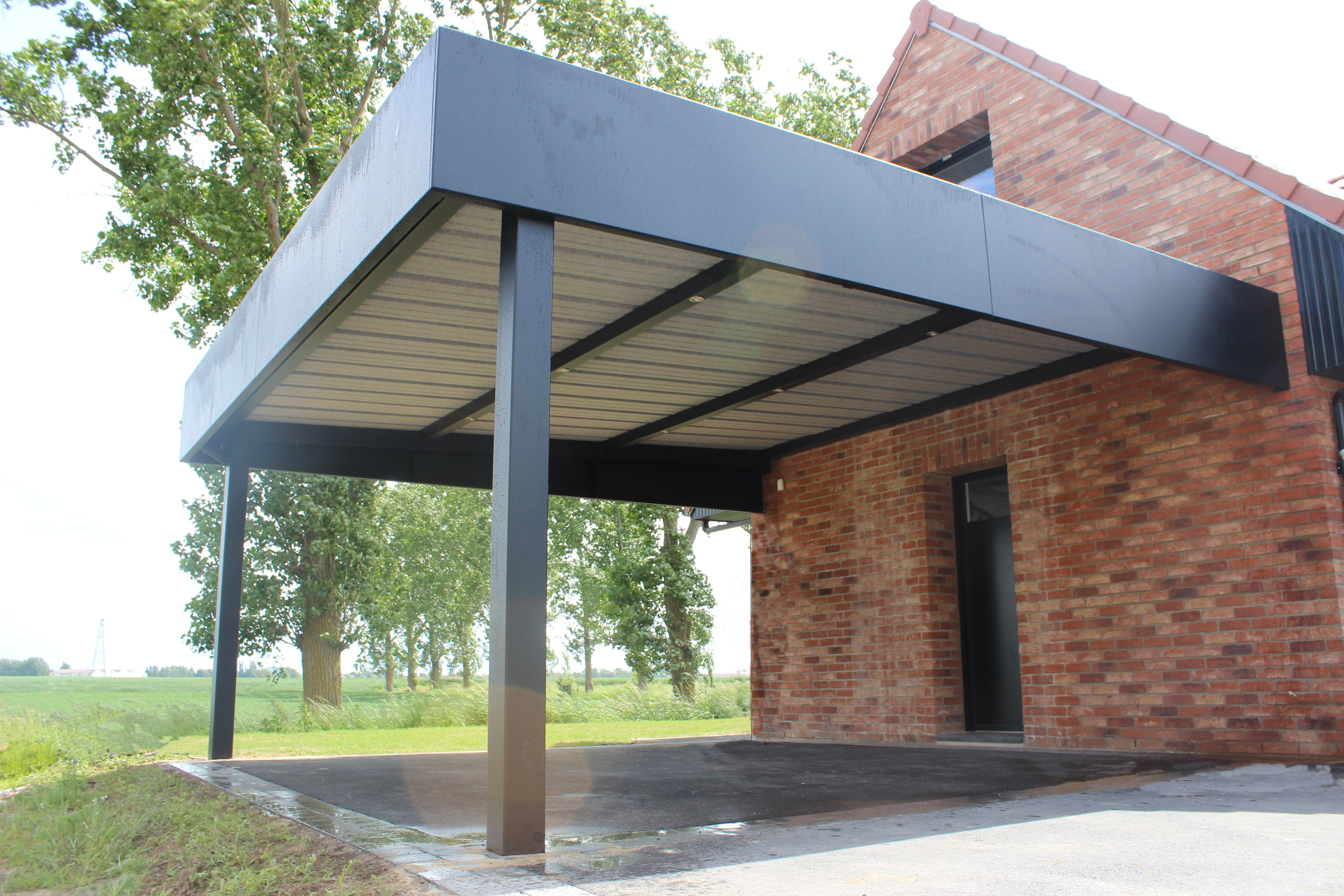 Carport Horizon En Tole Pleine Et Lisse Fabrication Francaise En Aluminium Robuste Et Epais Pour Une R Porche Entree Maison Entree Maison Maisons Exterieures
