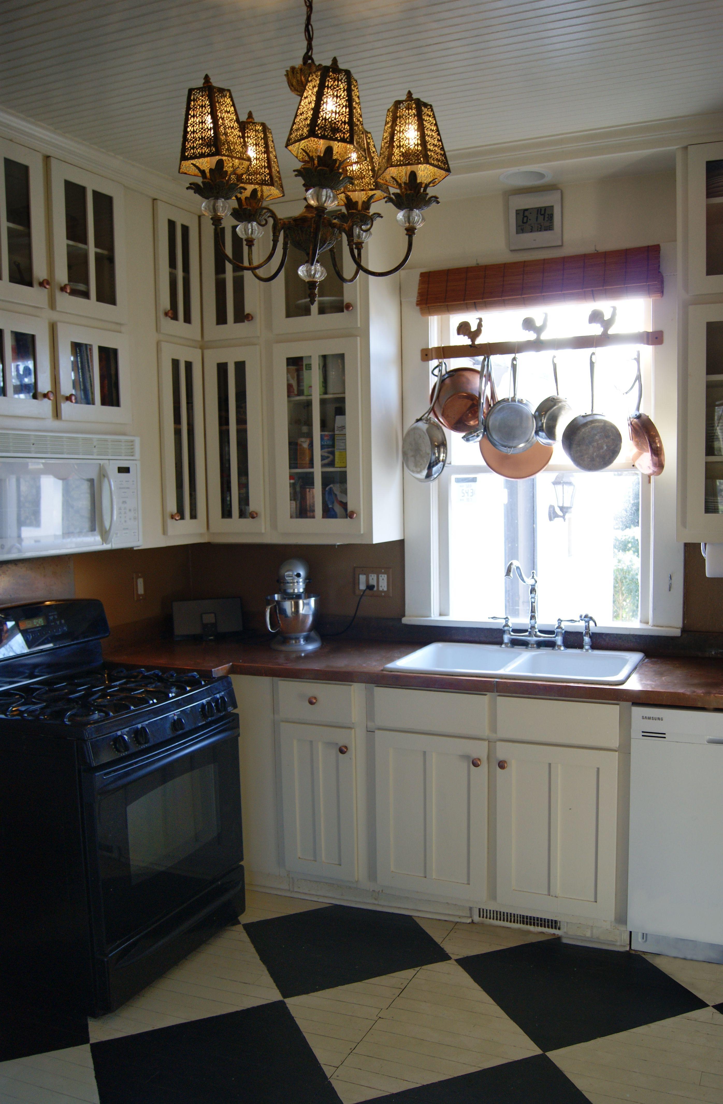 Muralo Nougat D1001 High Gloss Gloss Linen White Cabinets Black