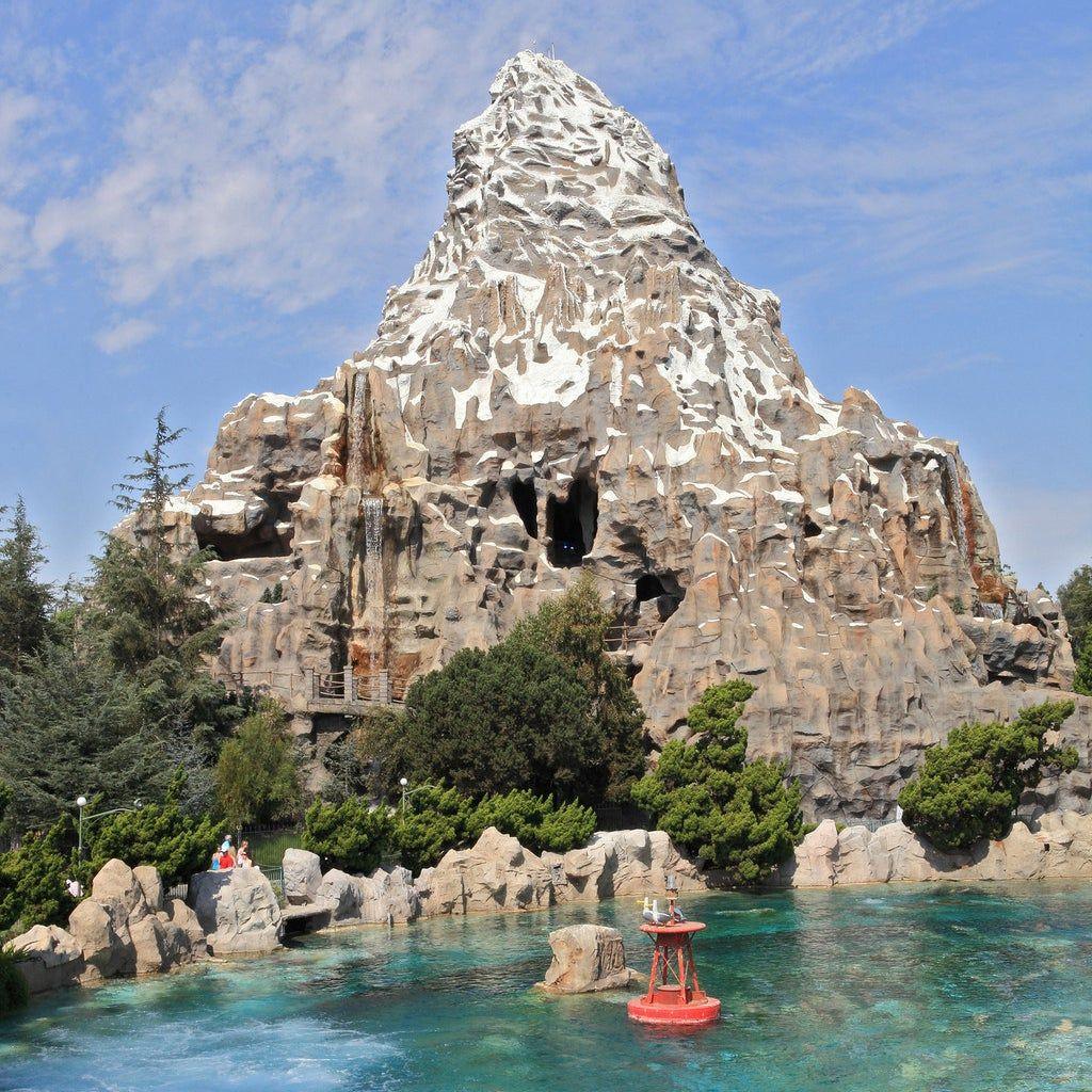 Photo of 13 Fotos hinter den Kulissen von klassischen Disneyland-Fahrten