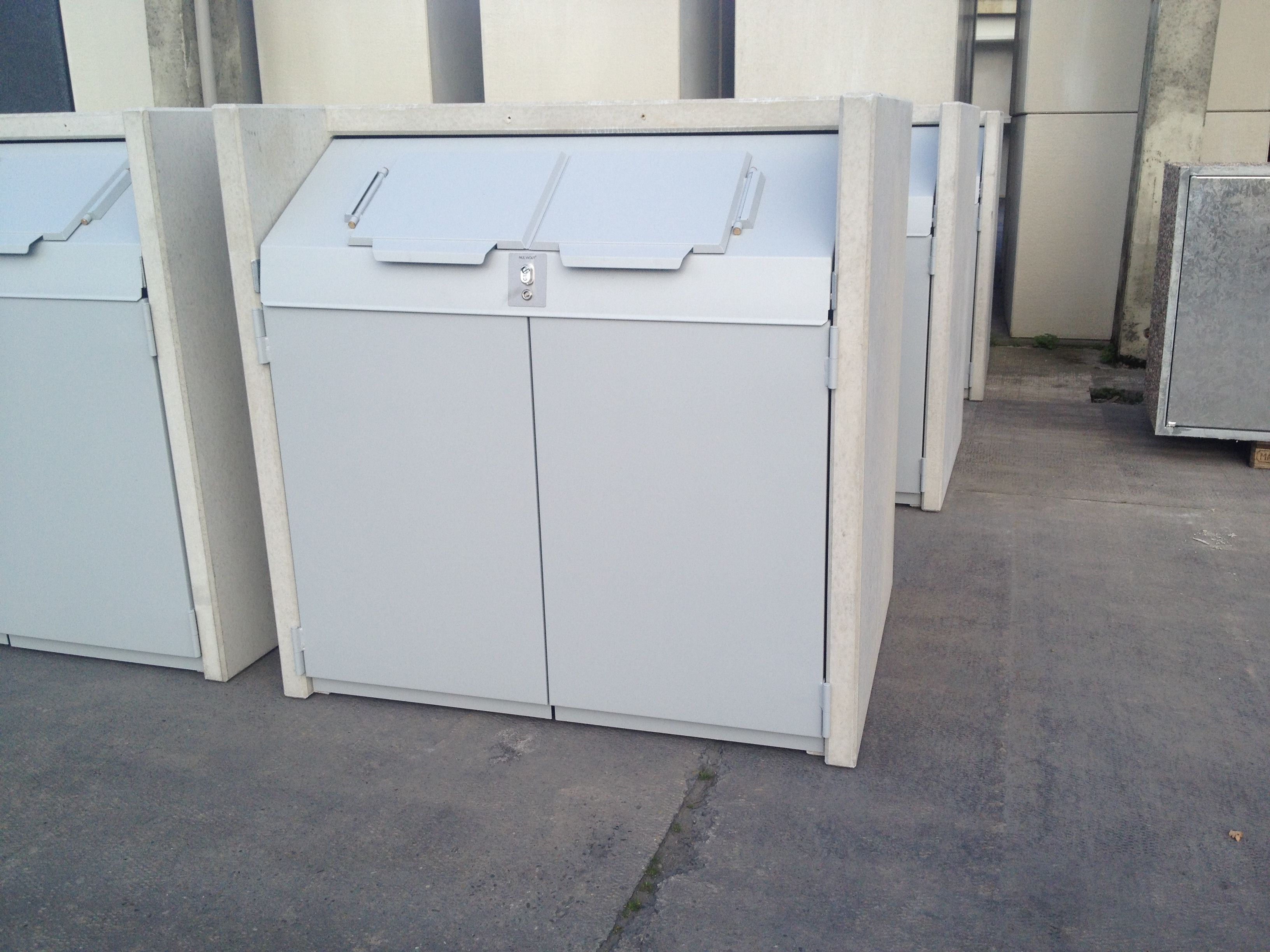 Mülltonnenbox SILENT 242 Corpus eisgrau Türen taupe violett