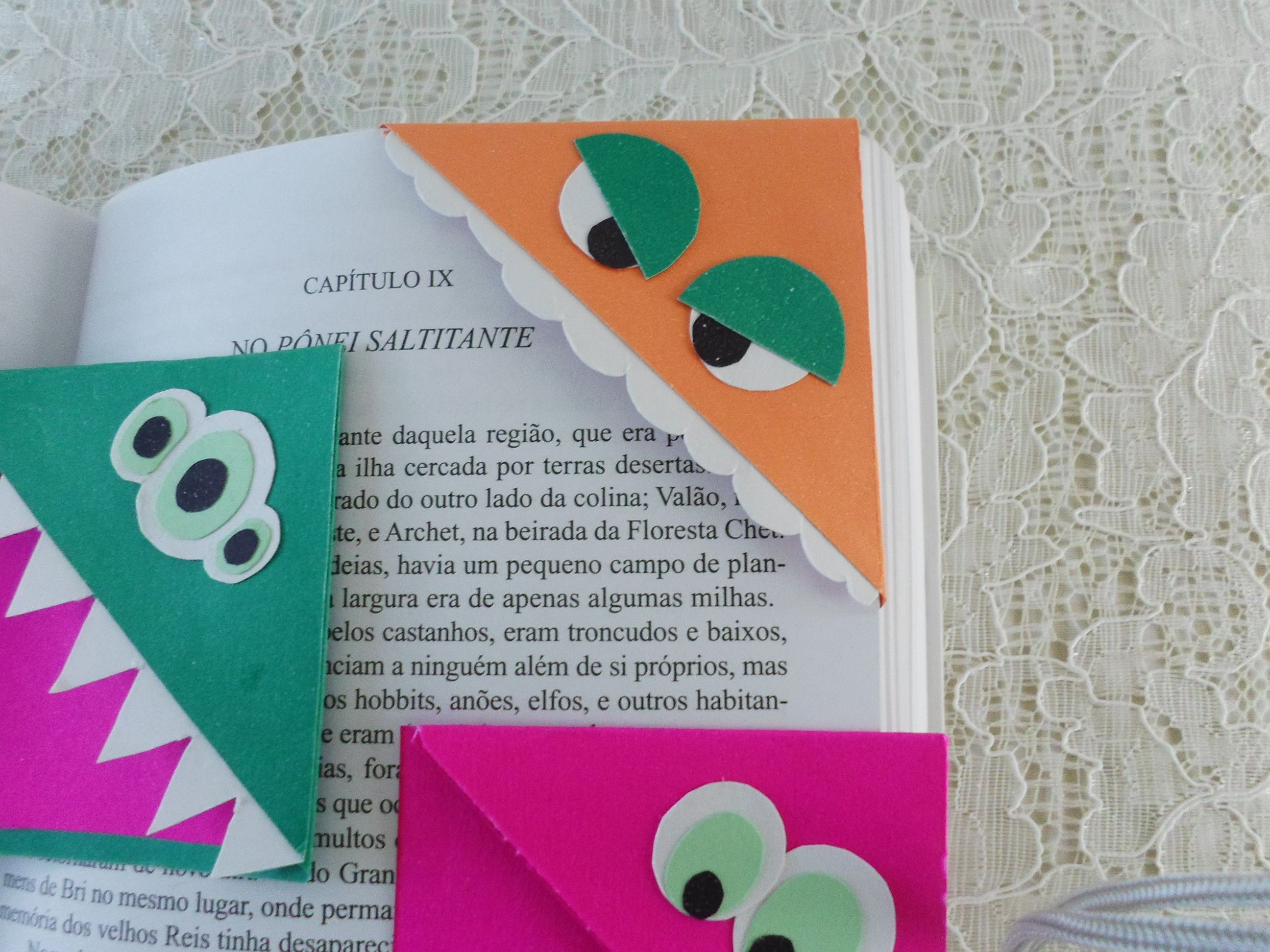 Aprenda a fazer marcadores de página de monstrinhos!!  https://www.youtube.com/watch?v=di3491HhRCM